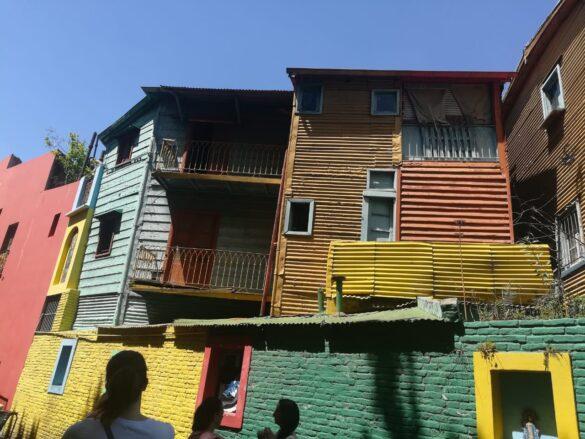 Conventillos casas donde vivían los inmigrantes italianos a finales de siglo XIX en el Caminito.