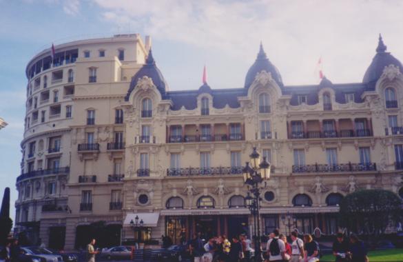 Lujoso Hotel Paris en Mónaco.